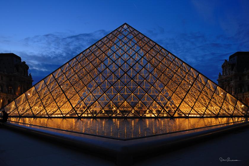 Pyramide du louvre photographie denis reverseau - Construction pyramide du louvre ...